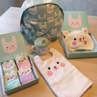 Voordeel pakket baby/ kinder set Bonnie het konijn: 1 drinkbeker, 1 babymuts, 1 washandje / waslap, 1 peuter rugzak, 4 schattige baby sokken