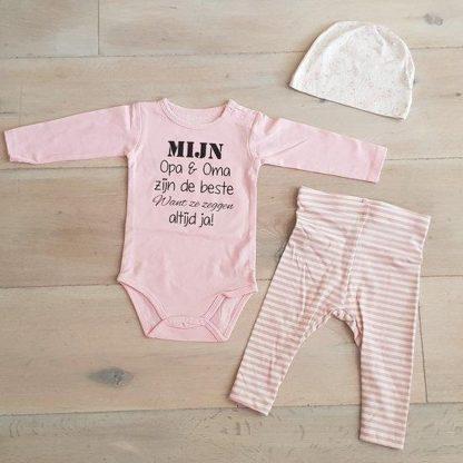 Baby Meisjes Setje 3-delig newborn   maat 74-80  roze mutsje beertje roze broekje streep en roze romper lange mouw met tekst zwart mijn opa en oma zijn de beste want ze zeggen altijd ja