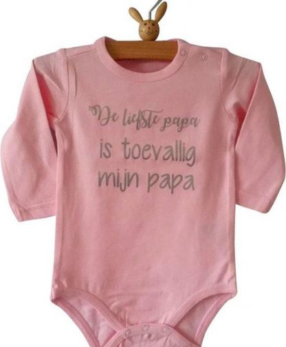 Baby Rompertje licht rose meisje met tekst De liefste papa is toevallig mijn papa | lange mouw | roze met zilver | maat 98-104 cadeau vaderdag verjaardag