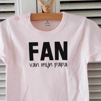Baby Rompertje meisje met tekst Fan van mijn papa | Lange mouw | roze | maat 74/80
