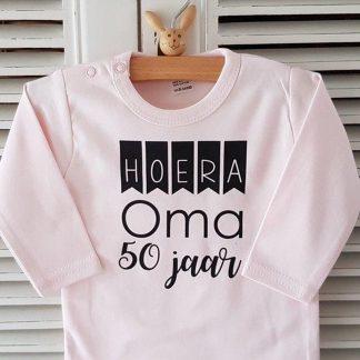 Baby Rompertje meisje tekst cadeau verjaardag liefste jarige oma lange mouw met tekst: Hoera leeftijd jaar roze -Maat 50-56