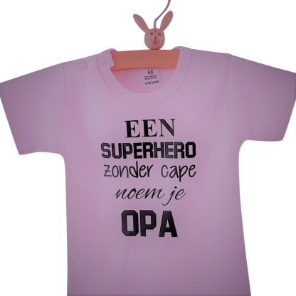 Rompertje baby met tekst meisje | korte mouw | roze zwart | een super hero zonder cape noem je opa| maat 74-80 | bekendmaking zwangerschap aanstaande