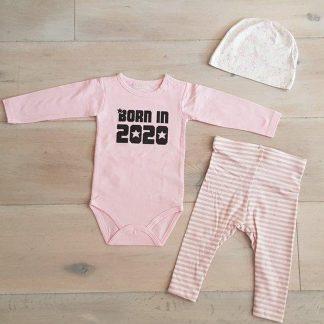 Baby Meisjes Setje 3-delig newborn | maat 62-68 | roze mutsje beertje roze broekje streep en roze romper lange mouw met tekst zwart born in 2020