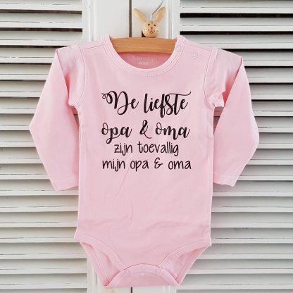 Baby Rompertje cadeautje zwangerschap aankondiging meisje | De liefste opa en oma zijn toevallig mijn opa en oma | Lange mouw | roze | maat 62/68 | zwanger zijn bekendmaken