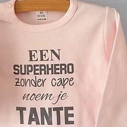 Baby Rompertje lichtroze meisjes met tekst   Een superhero zonder cape noem je tante     lange mouw   roze met grijs   maat 50/56