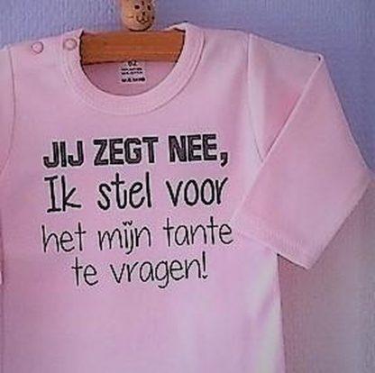 Baby Rompertje lichtroze meisjes met tekst   Jij zegt nee ik stel voor het mijn tante te vragen   lange mouw   roze met grijs   maat 74/80