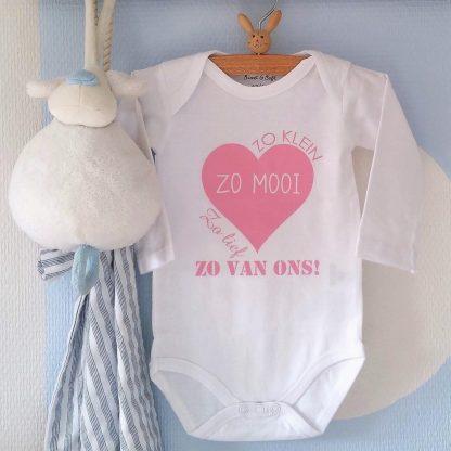 Baby Rompertje meisje Zo klein met hart lief mooi zo van ons   Lange mouw   roze   maat 50/56