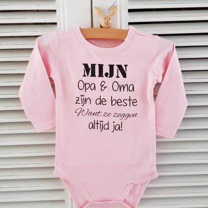 Baby Rompertje meisje cadeautje zwangerschap aankondiging mijn opa en oma zijn de beste want ze zeggen altijd ja | Lange mouw | roze | maat 62/68