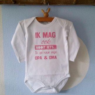 Baby Rompertje meisje lange mouwen wit met roze met tekst voor de allerliefste opa en oma: Ik mag ook nooit iets ik ga naar mijn Opa en Oma 62-68