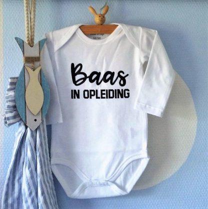 Baby Rompertje met tekst jongen Baas in Opleiding | Lange mouw | wit zwart | maat 74/80