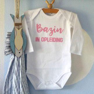 Baby Rompertje met tekst meisje Bazin in Opleiding   Lange mouw  wit met roze  maat 74-80