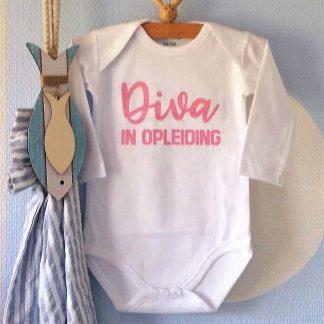 Baby Rompertje met tekst meisje Diva in Opleiding | Lange mouw | roze print | maat 62/68