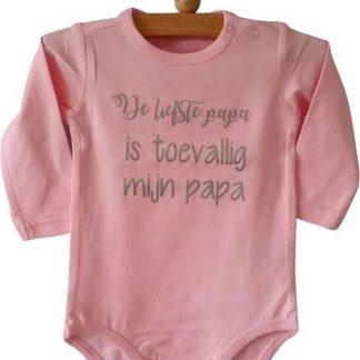 Baby Rompertje roze meisje met tekst De liefste papa is toevallig mijn papa   lange mouw   roze   maat 50/56