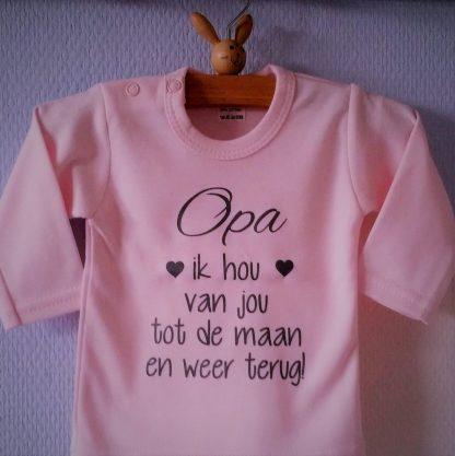 Baby Rompertje roze meisje met tekst   Opa ik hou van jou tot de maan en weer terug   lange mouw   roze met grijs   maat 62/68