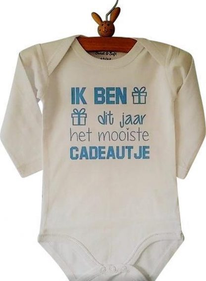 Baby jongen Rompertje Ik ben dit jaar het mooiste cadeautje | Lange mouw | wit met blauw | maat 50/56 | liefste cadeau eerste vaderdag moederdag verjaardag papa mama