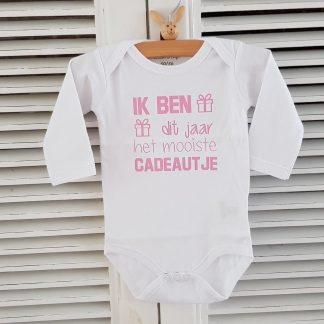 Baby meisje Rompertje cadeau eerste Moederdag liefste mama Vaderdag papa Ik ben dit jaar het mooiste cadeautje | Lange mouw | wit met roze | maat 50/56