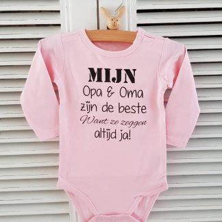 Grappig Baby Rompertje baby meisje Tekst geboorte mijn opa en oma zijn de beste want ze zeggen altijd ja | Lange mouw | roze | maat 74/80