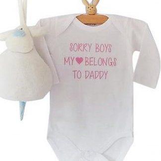 Rompertje tekst papa eerste Vaderdag cadeau meisjes| Sorry boys, my heart belongs to daddy | Lange mouw | wit | maat 50/56 romper papa