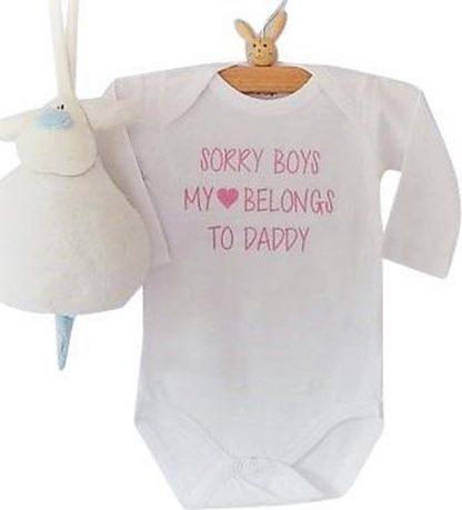 Rompertje tekst papa eerste Vaderdag cadeau meisjes  Sorry boys, my heart belongs to daddy   Lange mouw   wit   maat 50/56 romper papa